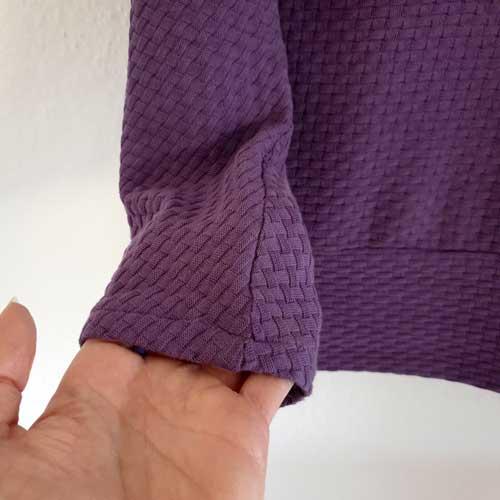 Frau Usedom: Der Ärmelsaum wird einfach umgenäht. Alternativ gibt es den Ärmel in 3/4 Länge oder mit langem Bündchen.