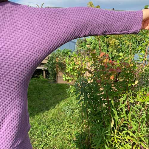 Fledermaus-Shirt: Der schmale Fledermaus-Ärmel ist angenehm und nicht zu aufdringlich.