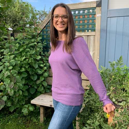 Frau Usedom ist ein rundum gelungenes Näh-Projekt: Fledermaus-Shirt mit Strickstoff vernähen.